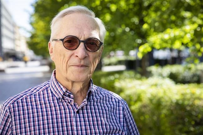 Medicinalrådet Kaj Finne håller sig i form med arbete vid sommarstugan och i skogen. Operationssalar har han bytt ut mot golfbanor.