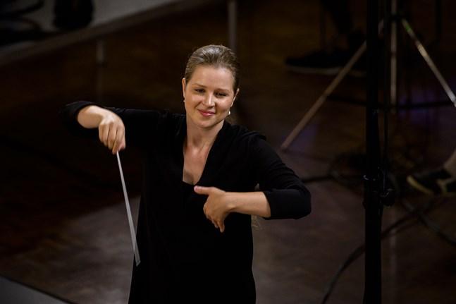 Finländska Emilia Hoving är ett av stora dirigentlöftena.