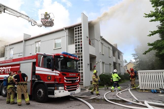 Branden på Formansgatan orsakar kraftig rökutveckling.