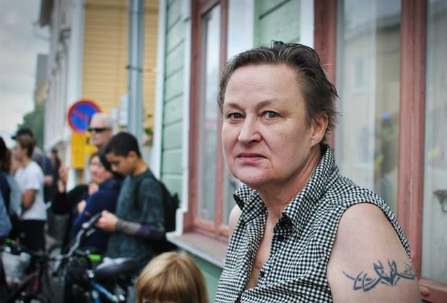 Ritvaliisa Salenius var en av de första som upptäckte branden på Formansgatan 19. Hon bor i huset mitt emot.
