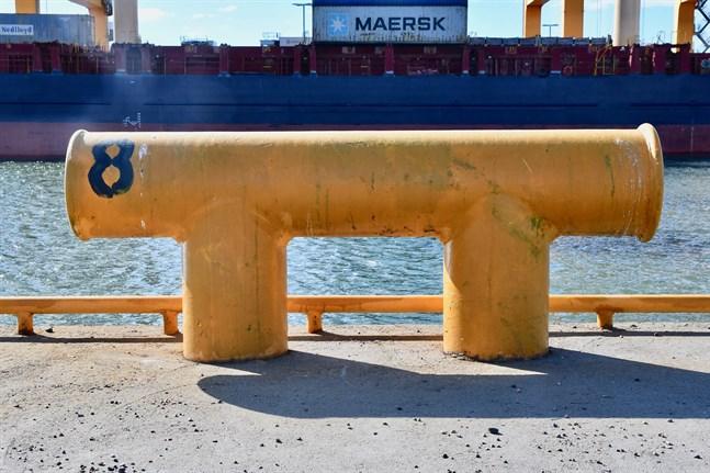 Allt fler finska lastfartygsrederier ligger risigt till på grund av coronakrisen. Två finska fraktrederier överväger att avveckla verksamheten helt och hållet.
