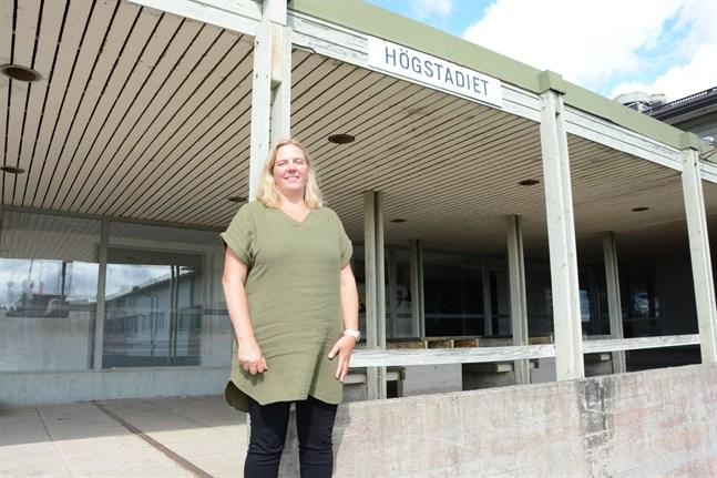 Ny rektor på Mosebacke. Monica Mattbäck har inlett arbetet som rektor för Närpes högstadieskola. Hon sätter elevernas välmående i första rummet och vill skapa en skola där alla trivs och där det satsas på elevvården.