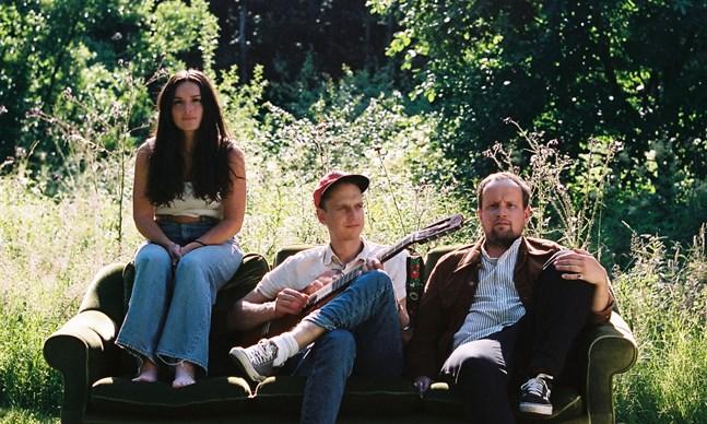 Daniella Binyamin, Joel Isaksson och Oskar Nyman bildar tillsammans bandet Tiger.