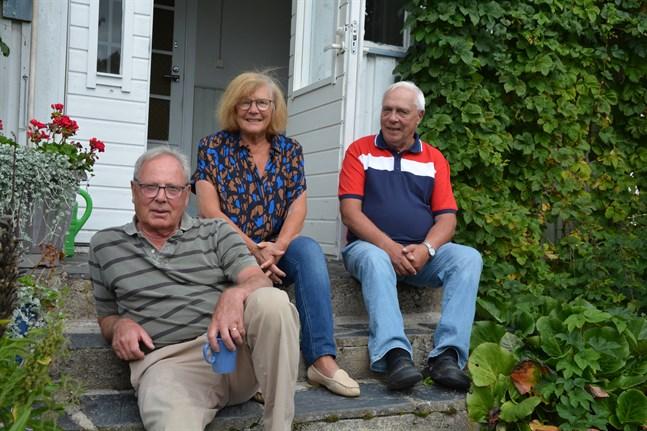 Jürgen Schlichting, Birgitta Schlichting och Herbert Mangs är glada om ordningen återställs så att Kobbören åter blir Kobbören.