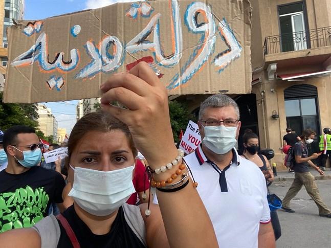 Aktivisterna och makarna Jumanah Zabaneh och Adnan Melky deltog i demonstrationen vid Martyrtorget i Beirut.