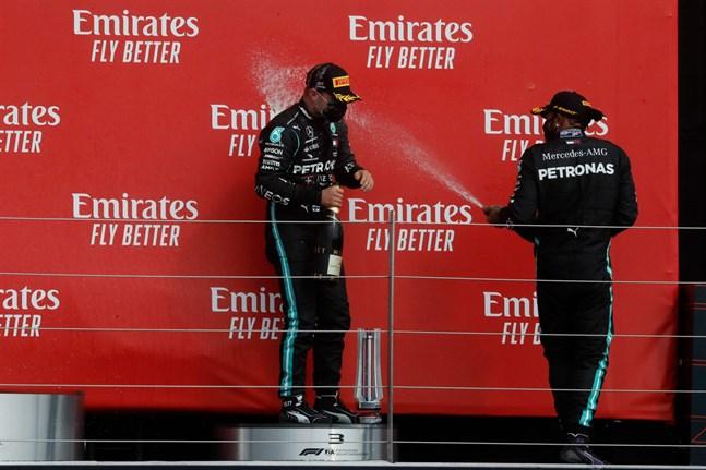 Stallkamraterna Valtteri Bottas och Lewis Hamilton blev tvåa och trea i söndagens GP-tävling.