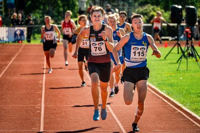 IF VOM:s Leonard Markén (nummer 76) satte nytt personbästa på 1500 meter i Helsingfors på onsdagskvällen.