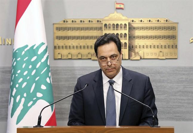 Libanons regering avgår, meddelar premiärminister Hassan Diab.