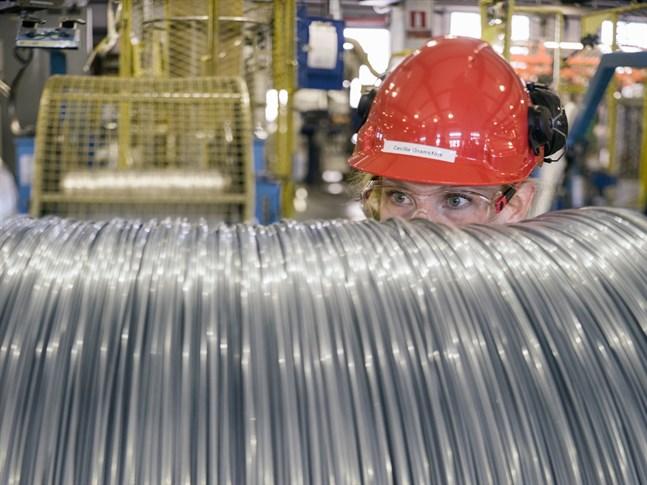 Industrins hjul snurrar allt långsammare. Orderingången minskade med 11,3 procent under det första halvåret. Inom metallindustrin var nedgången 8,3 procent, rapporterar Statistikcentralen.