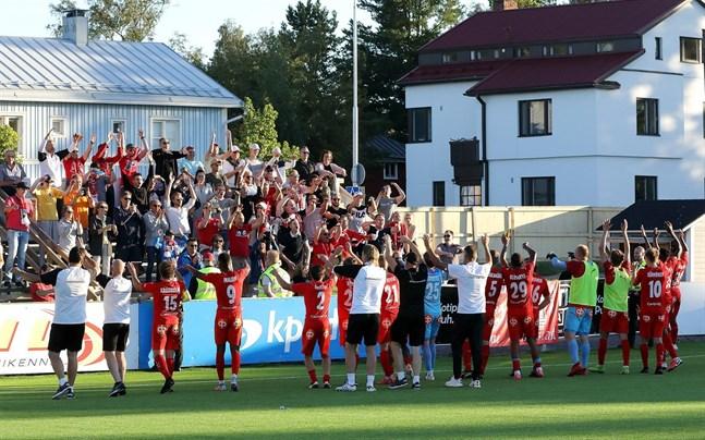Jaro firade framför sina fans efter 0–4-segern mot KPV.