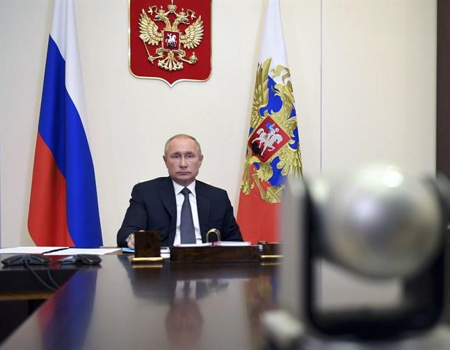 Rysslands president Vladimir Putin säger att landet nu har ett godkänt vaccin mot coronaviruset.