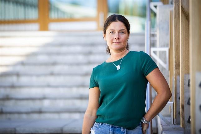 Pia Blomqvist, tillförordnad rektor Korsholms Högstadium är ivrig att börja det nya läsåret trots extra regler för att hålla coronaviruset på avstånd.