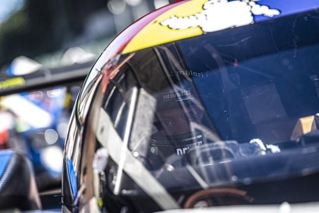 Just nu befinner sig Nykarlebybon Rory Penttinen på klassisk bilsportsmark i franska Le Mans. Racen körs på både fredag och lördag.