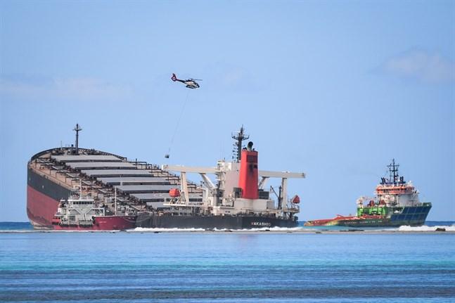 Det japanska fraktfartyget MV Wakashio har läckt över 1000 ton olja i semesterparadiset Mauritius.