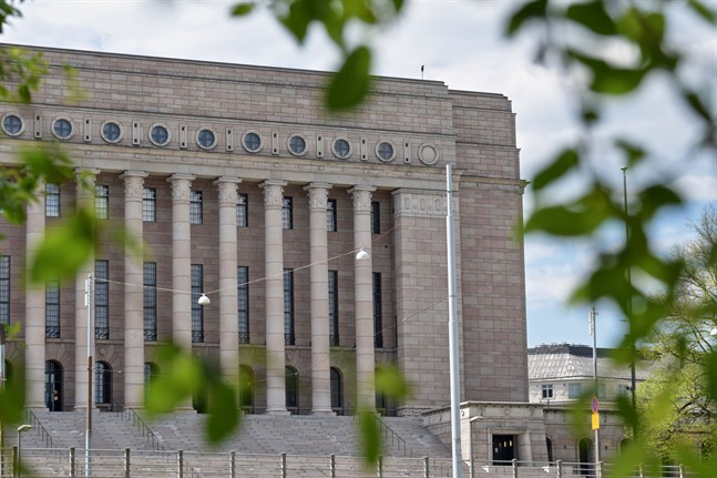 Blir coronaepidemins andra våg kraftig kan den överskugga all annan politisk diskussion. Markku Jokisipilä, chef för Åbo universitets center för riksdagsforskning, tror ändå inte att vi kommer att se samma enhetliga front som under våren.
