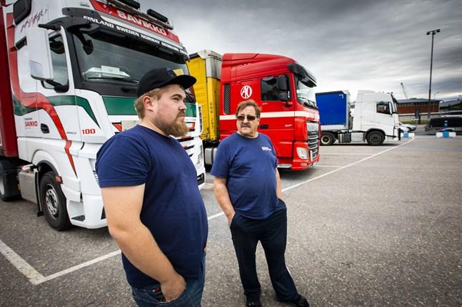 Nestori Lähteenmäki och Juhani Virkkunen tycker inte det finns någon logik i att införa obligatorisk karantän för arbetare inom transportbranschen.