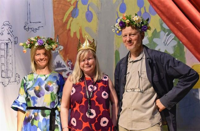 Muminexperten Sirke Happonen, utställningsamanuens Aino-Maija Kaila och utställningsarkitekten Alexander Reichstein har samarbetat tätt i över två år med att sätta ihop muminutställningen Mod, kärlek, frihet.