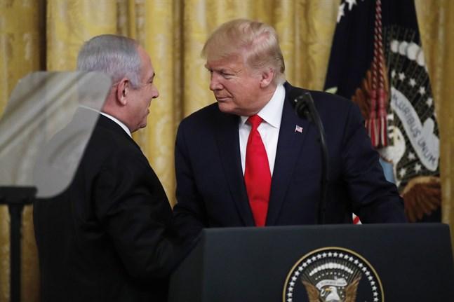 USA:s president Donald Trump och Israels premiärminister Benjamin Netanyahu är några av de som skrivit på avtalet. Arkivbild.