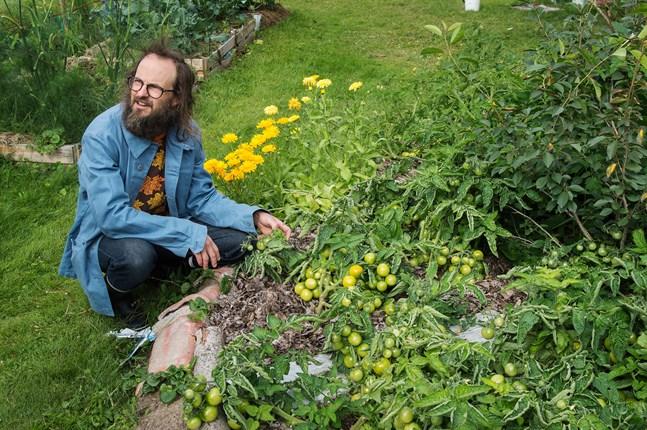 Efter flera år som författare och konstnär är det nu hemmaodling och närsamhället som intresserar Purmobon Mathias Nystrand.