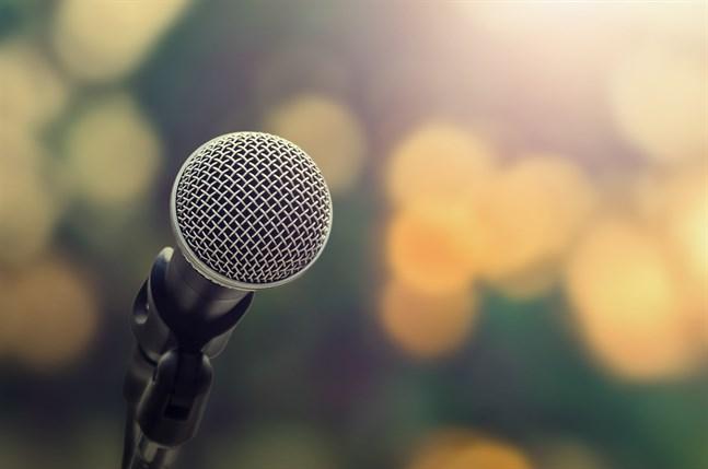 Nu ordnas Saha rapfest för andra året i rad. Kvällen avslutas med öppen mikrofon.