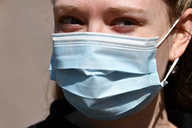 Institutet för hälsa och välfärd väntas i dag offentliggöra sin rekommendation om att använda ansiktsskydd på offentliga platser och i kollektivtrafiken i regioner där antalet smittofall är högre.