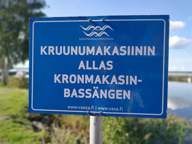 Det svenska namnet på skylten till Kronomagasinsbassängen är felaktig och ska nu bytas ut.