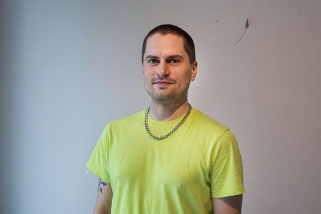 Joel Slotte växte upp i Karleby. Numera bor han i Helsingfors.