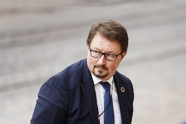 Mika Salminen, direktör vid Institutet för hälsa och välfärd, gläds över EU-kommissionens avtal om att köpa ett potentiellt vaccin mot covid-19.