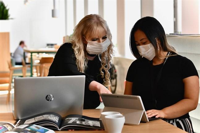 Arbetshälsoinstitutet kom på fredagen med anvisningar för munskydd på arbetsplatser. Illustrationsbild.