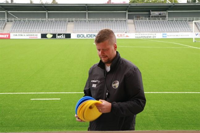 Trotjänaren Niko Kalliokoski tog över ansvaret som tränare för KPV.