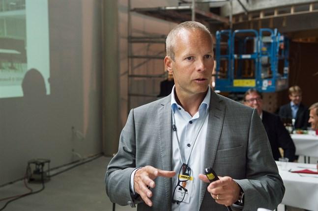 Mirkas vd Stefan Sjöberg tvingades till anpassningsåtgärder i våras. Men bolaget var snabbt på räls igen. Bilden är från taklagsfesten i Jeppo i augusti.