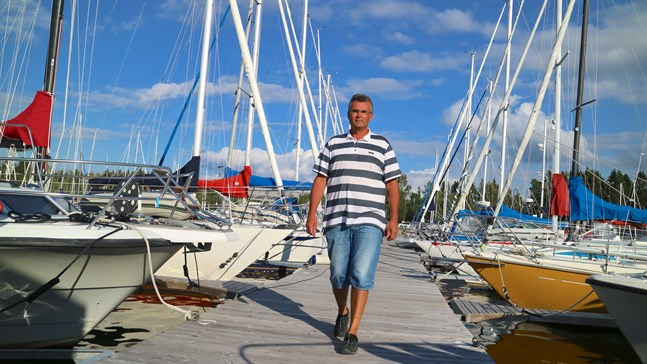 Livligt i gästhamnarna. I Jakobstad har det tidvis varit fullt och alla gästplatser har varit upptagna, säger Tommy Johansson som är hamnkapten vid Pavis.