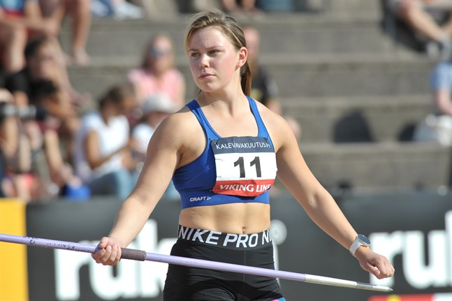 Minna Hollanti kastade nytt rekord, 53,06, i spjutkvalet. I finalen skulle det ha krävts en båge på över 56 meter för att ta medalj.