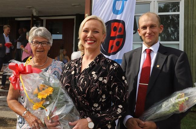 SFP Österbottens nya presidium består av från vänster Barbro Kloo, Johanna Holmäng och Henrik Antfolk.