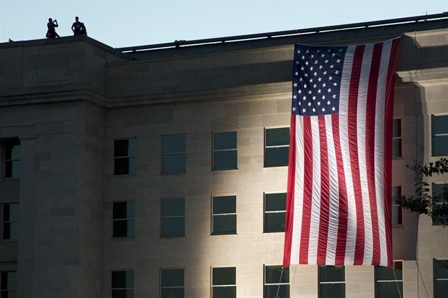 En amerikansk flagga hängd över Pentagon. Arkivbild.