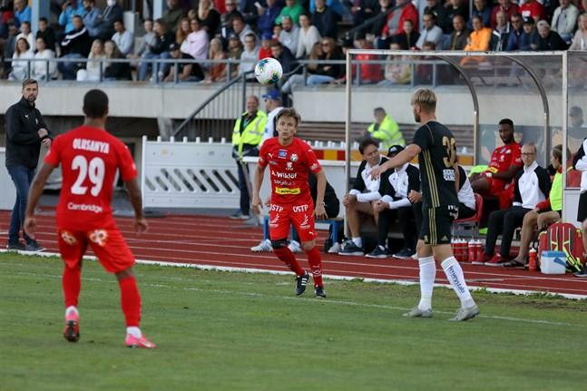 Guillermo Sotelo passade till Jaros två första mål.
