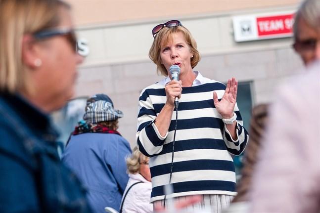 Anna-Maja Henriksson frågar sig hur man ska nå de människor som inte förstått att coronasituationen fortsättningsvis är allvarlig.