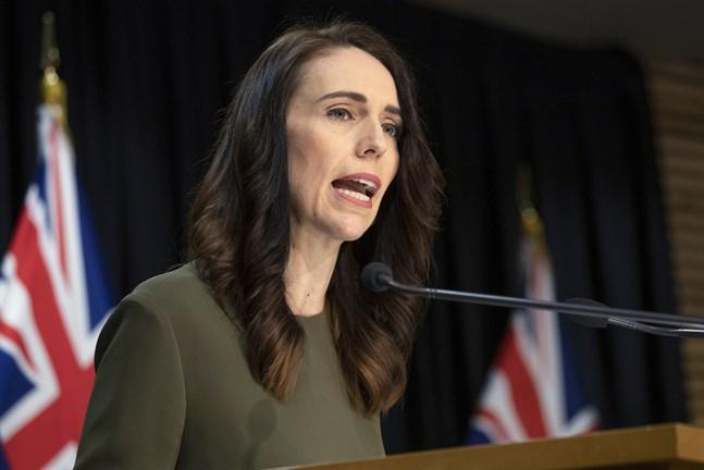 Nya Zeelands premiärminister Jacinda Ardern meddelar att landets parlamentsval skjuts upp till den 17 oktober.