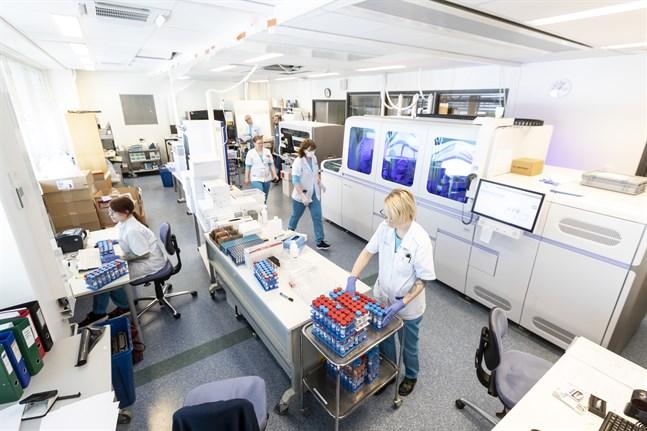Österbotten börjar få snabbar svar om eventuella muterade coronavirus när Fimlabs laboratorium i Tammerfors nu kan sekvensera för det.