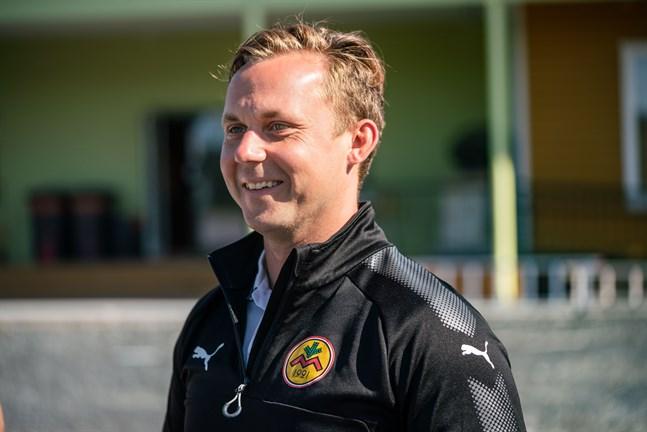 Enligt fotbollssektionens ordförande Martin Högnäs saknas förutsättningar för spel i division 1 för IK Myran.