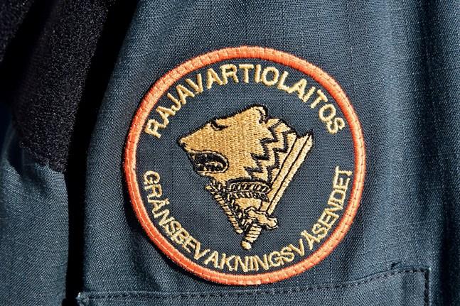 Gränsbevakningsväsendet börjar kontrollera gränsen till Norge på måndag.