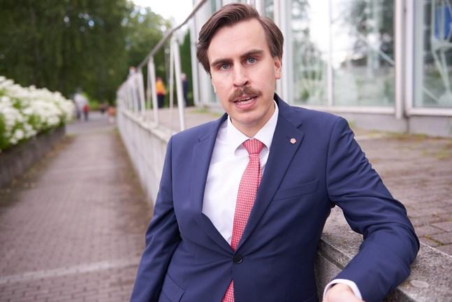 En av de som skrev under spörsmålet om psykoterapiutbildning var Matias Mäkynen.