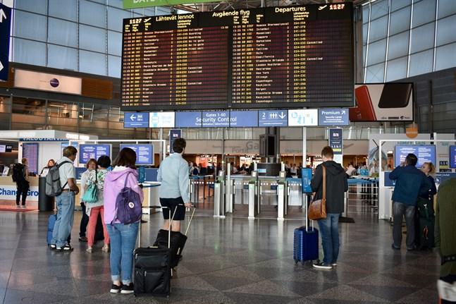 Från och med i dag, måndag, försvåras resandet från utlandet till Finland igen. Arkivbild.