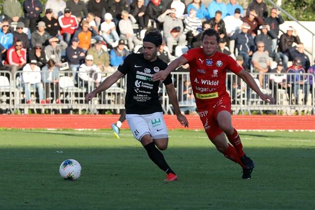 Juuso Aalto gjorde två mål i Jakobstad förra säsongen. Den här säsongen är han och Markus Kronholm lagkamrater.