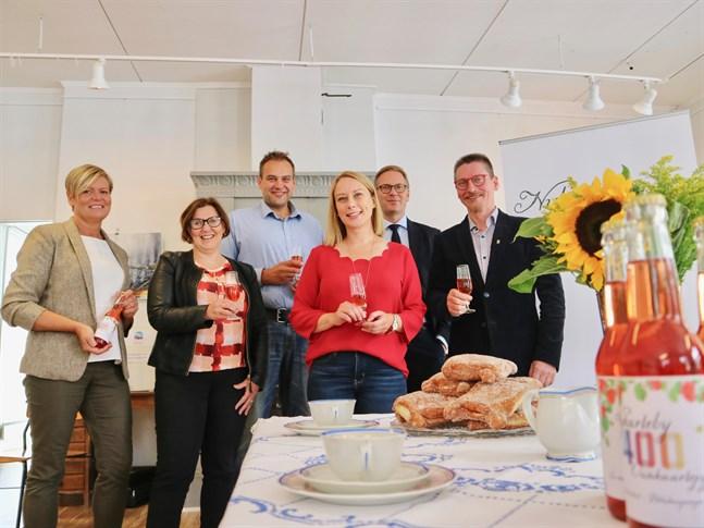 Tina Nylund, Maria Palm, Steven Frostdahl, Anna Kotka-Bystedt, Mats Brandt och Mikael Lindvall hoppas på en känsla av gemenskap när Nykarleby firar 400 år.