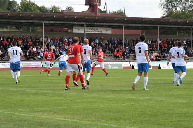 Bland publiken under lördagens derbymatch mellan Sporting och Kraft på Kristinaplan fanns en person som smittats av coronaviruset.