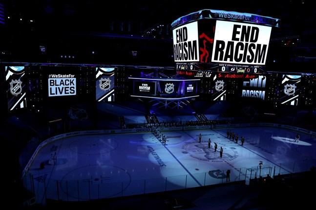 Även NHL pausade slutspelet i kampen mot rasism. Men man reagerade sent.