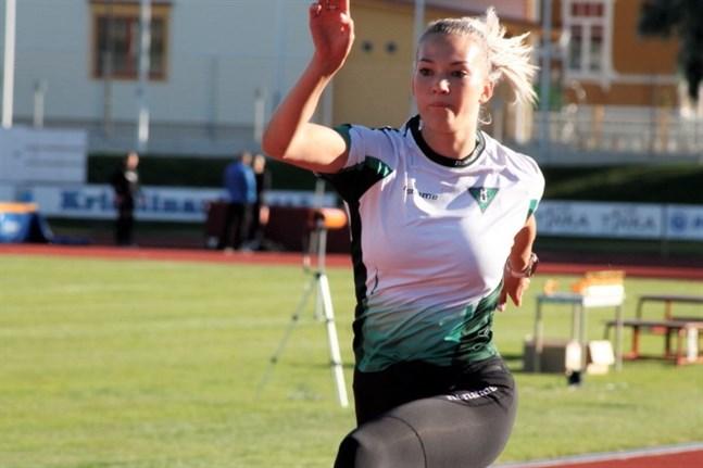 Janita Leppäranta gillar de nya banorna på Kristinaplan. FM-silvermedaljören avslutade säsongen på hemmaplan.