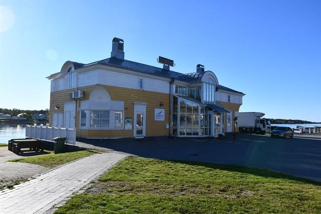 Restaurang Jungman är stängd och personalen satt i karantän.