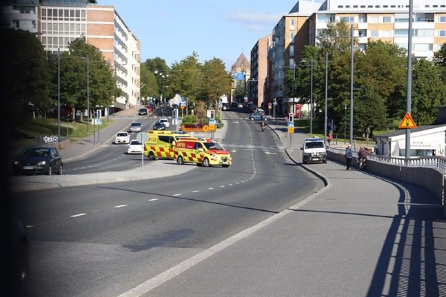 Polis, räddningspersonal och ambulanspersonal ryckte ut till Vasklotbron.